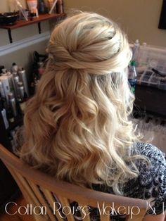 Bonjour! Voilà ma question, je vois parfois des mariées avec ce genre de coiffure: Ou même avec les cheveux complètement détachés, et je me demande comment on peut faire tenir le voile? Si vous avez opté pour une coiffure avec cheveux détachés,