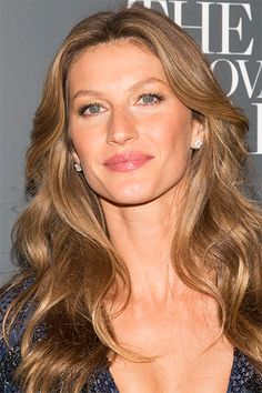 All-Star Hair Cuts gisele bundchen hair color Natural Wavy Hair, Natural Hair Styles, Cannes, Curled Hairstyles For Medium Hair, Wavy Hairstyles, Gorgeous Hairstyles, Hairstyles Pictures, Beach Curls, Beach Waves