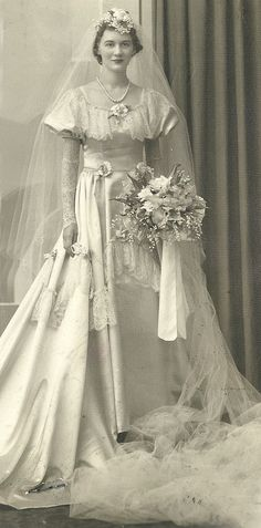 Old Michigan Wedding – 32 Gorgeous Portrait Photos of Brides in the ~ vintage everyday Vintage Wedding Photography, Vintage Wedding Photos, Vintage Bridal, Vintage Weddings, Cowboy Weddings, 1930s Wedding, Barn Weddings, Outdoor Weddings, Romantic Weddings
