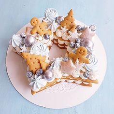 cookies and cream cake Festive sweets Xmas Food, Christmas Desserts, Christmas Treats, Christmas Baking, Christmas Cakes, Cake Decorating Games, Cookie Decorating, Sweets Cake, Cupcake Cakes