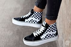 New Sneakers Outfit Wedge 17 Ideas - Sneakers - Schuhe Sneakers Vans, Moda Sneakers, Sneakers Fashion, Fashion Shoes, Sneakers Workout, Vans Sk8 Hi Platform, Vans Platform Sneakers, Custom Vans Shoes, Vans Checkerboard