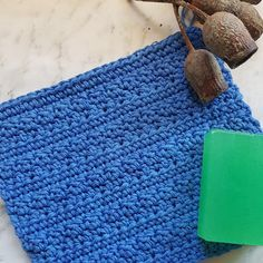 "Emma Wilkinson Designs: American Yarns - Review, with Free Pattern: ""Blueberry WashCloth"""