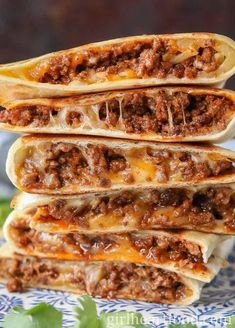 These ground beef quesadillas are jam packed with flavourful beef and lots of cheese. They're super easy These ground beef quesadillas are jam packed with flavourful beef and lots of cheese. They're super easy to make and disappear fast! Ground Beef Quesadillas, Ground Beef Burritos, Think Food, Food Videos, Baking Videos, Food Porn, Food And Drink, Yummy Food, Yummy Dinner Recipes