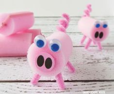 Celebrate the Year of the Pig with these pink and playful Pig Crafts for kids! Have fun making pigs out of paper, cereal boxes, toilet rolls, rocks and more! Abc Crafts, Fun Arts And Crafts, Bible Crafts, Crafts For Girls, Preschool Crafts, Crafts To Make, Kids Crafts, Three Little Pigs, This Little Piggy