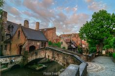 Brugge Photos - A Bruges photo gallery by your guide Andy - Smallest Bridge in Brugge