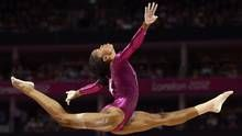 Gabrielle Douglas of the U.S. competes in the balance beam during the women's individual all-around gymnastics final in the North Greenwich Arena during the London 2012 Olympic Games August 2, 2012. (DYLAN MARTINEZ/REUTERS)