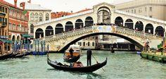 Le pont du Rialto sur le grand canal en Italie a Venise