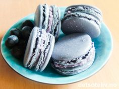 Blueberry Macarons with Blueberry Cream