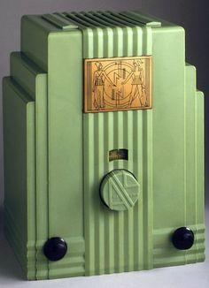 Art Déco - Poste de Radio 'Gratte Ciel' - Plaskon (plastique), Métal, et Verre - John Gordon Rideout - 1930-33