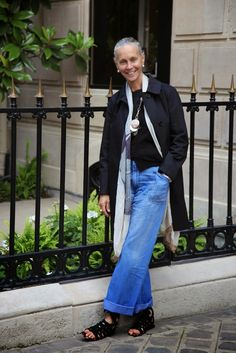 Montaigne in my Black Mac — Linda V Wright 50 Style, Looks Style, Mode Style, Mature Fashion, Fashion Over 50, Linda V Wright, Denim Fashion, Look Fashion, Street Fashion