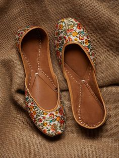The Loom- An online Shop for Exclusive Handcrafted products comprising of Apparel, Sarees, Jewelry, Footwears & Home decor. Hot Shoes, Shoes Heels, High Heels, Indian Shoes, Luxury Shoes, Beautiful Shoes, Shoe Collection, Designer Shoes, Me Too Shoes