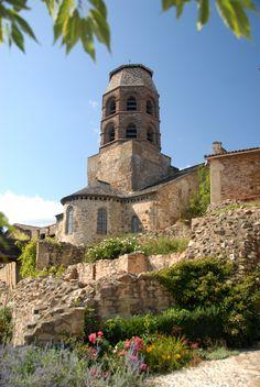Abbatiale St-André de Lavaudieu (Haute-Loire) - région Auvergne - le clocher Limousin, Europe Destinations, Land Scape, Wonders Of The World, Statues, Building, Places, Nature, Holidays