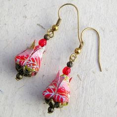 Boucles d'oreilles LOTUS B origami en papier japonais Origami Jewelry, Paper Jewelry, Paper Beads, Origami And Quilling, Origami Flowers, Paper Art, Paper Crafts, Japanese Origami, Origami Instructions