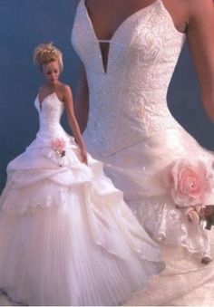 Elegant Ball Gown Sweetheart Satin Wedding Dress With Beading And Flower