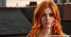 Shadowhunters - [VIDEO] Getting Up Close And Personal: Clary Fray - 1003