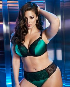 Ashley Graham is a talented artist and very popular among fans. Ashley Graham photo gallery with amazing pictures and wallpapers collection. Ashley Graham Dessous, Ashley Graham Lingerie, Sexy Bikini, Bikini Girls, Curvy Girl Lingerie, Curvy Women Fashion, Ashley Graham Style, Bikini Images, Shorty