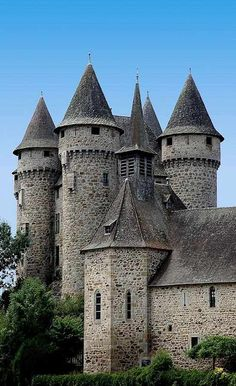 The Chateau de Val is a medieval castle on the edge of a lake in Cantal Real Castles, French Castles, Beautiful Castles, Beautiful Buildings, Chateau Medieval, Medieval Castle, Castle Ruins, Castle House, Palaces
