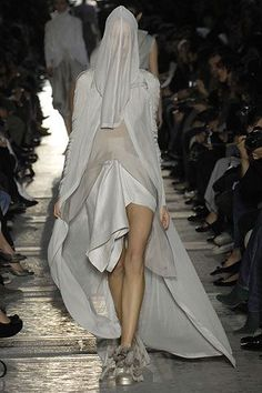 Rick Owens Spring 2007 Ready-to-Wear Collection - Vogue Rick Owens, Vogue Paris, Summer Suits, Navy Gold, Fashion Show, Fashion Design, Mannequins, Ready To Wear, Runway
