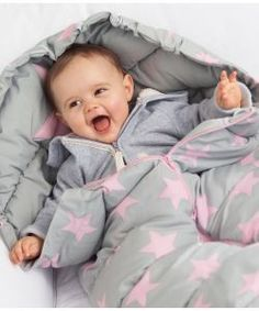 12 Must-haves für dein Winter-Baby › Sparbaby.de Ernsting's Fußsack This. November Baby, Baby Must Haves, Nursery Pictures, Baby Pictures, Baby Blanket Crochet, Crochet Baby, Baby Girl Names, Baby Boy, Baby Shooting