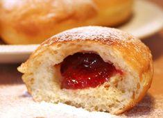 Starý rodinný recept na šišky od mojej mamky, teraz už tiež babky :) Tieto domáce šišky sú síce tučnejšie, ale stoja za to a chutia božsky. Vyskúšajte :) Czech Recipes, Bagel, Doughnut, Cheesecake, Food And Drink, Cooking Recipes, Sweets, Bread, Baking