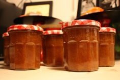 tiny BUBBLES: caramelized, spiced pear butter