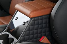 Vilner leather and piano black cubby box