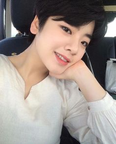 Asian Hair Bob, Korean Beauty, Asian Beauty, Let Your Hair Down, Girl Short Hair, Ulzzang Girl, Woman Crush, Cute Hairstyles, Pretty People