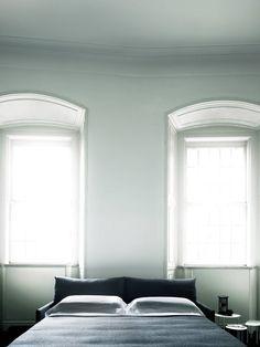 Chemise Sofa Bed Design Piero Lissoni, 2012 Chemise Sofa Bed regains the soft and reassuring classic design of the sofa. Living Dining Room, Sofa Bed Design, Furniture, Bed, Best Sofa, Mattress Sizes, Sofa Bed Living, Sofa Design, Room