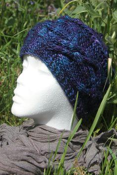 Bonnet bleu nuit à torsades tricoté main de la boutique CedrikOttemin sur Etsy
