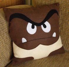 Un coussin Goomba, existe en version Mario, Bowser! Sympa mais pourrait être mieux fait $30.00. Cliquez sur l'image ou le lien pour aller sur la page du produit. U':-r