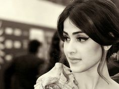 The bubblyGenelia D'Souza celebrates her birthday today. She is married to handsome hunk Riteish Deshmukh and both of them make for an