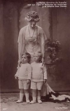 spanishroyals:  Royal Brothers→ Alfonso and Jaime de Borbón y Battenberg, eldest sons of King Alfonso XIII and Queen Victoria Eugenia with their mother.