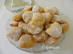 Bourekia is a homemade pastry made with a thin flaky phyllo, and are filled with anari which is a Cypriot cheese, similar to anthotyro or ricotta. Greek Sweets, Greek Desserts, Greek Recipes, Desert Recipes, Cyprus Food, Greek Appetizers, Homemade Pastries, Eastern Cuisine, Sweets Cake