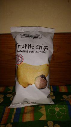 Queste patatine al tartufo sono buonissime. Voglio morire felice mangiandole