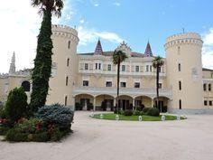 Fachada principal del Castillo de Viñuelas