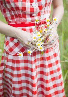 Oh too sweet.reminds me of my Mom in the bold red and white checkered dress and those daisies. Prim and sweet incarnate.and yet bold. Red Gingham, Gingham Dress, Gingham Check, Tartan, Plaid, Red Cottage, Farm Cottage, Small Town Girl, Country Girls