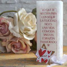 "Jarrón Alabastro ""La felicidad..."" - Luminaria Regalos 34,00€ Cheese, Tinkerbell, Christian Gifts, Single Flowers, Vases, Valentines, Happiness, Hearts"
