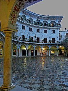 Plaza del Cabildo. Los domingo se pone el mercadillo de Filatelia y Numismática amen de otros articulos para coleccionistas