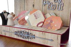 Hochzeit-Karte-Hochzeitskarte-Geldgeschenk-Geld-Geschenk-passend-Reise-Weltreise-Geld-Herzen-falten-blau-Holz-weinrot-Schlitz-Geldherzen-Herz-gefaltet-Ornament-Scrapiniec