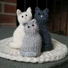 Tiny Window Cat - Free Pattern Beautiful Skills - Crochet Knitting Quilting beautiful Cat Crochet Free Knitting Pattern Quilting Skills Tiny Window knittingforbabies knitting for babies Loom Knitting, Free Knitting, Baby Knitting, Chat Crochet, Knit Or Crochet, Crochet Teddy, Crochet Gifts, Free Crochet, Knitted Cat