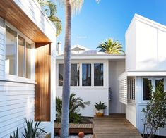Bask & Stow: A Boutique Guesthouse In Byron Bay Bask & Stow Guesthouse opened in Byron Bay in August … Fresco, Beach Cottage Decor, Coastal Decor, Cottage Chic, Cottage Style, Beach Shack, Surf Shack, Beach Cottages, Beach Houses