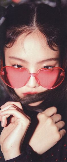 Jennie with heart glasses is 💓 Kim Jennie, Korean Aesthetic, Aesthetic Boy, Aesthetic Outfit, Blackpink Photos, Pictures, Heart Glasses, Eye Glasses, Fashion Wallpaper