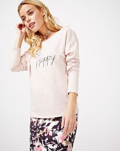 Update your wardrobe with this fun t-shirt. Try wearing it with a skirt and a bootie for an instantly stylish look.<br /><br />- Long sleeve<br />- Round neck