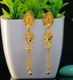 Gold Earrings With Price, Gold Earrings For Women, Girls Earrings, Gold Ring Designs, Gold Bangles Design, Gold Earrings Designs, Gold Mangalsutra Designs, Jhumka Designs, Jewellery Designs