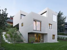 Image 1 of 20 from gallery of Villa SAH à Neuchâtel  / Andrea Pelati Architecte. Photograph by Thomas Jantscher