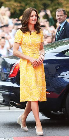 The Duke And Duchess Of Cambridge Visit Germany - Day 2 on July 2017 - The royal couple are on a three-day trip to Germany that includes visits to Berlin, Hamburg and Heidelberg. Duchess Kate, Duke And Duchess, Duchess Of Cambridge, Royal Fashion, Fashion 2017, Fashion Photo, Style Fashion, Fashion Dresses, Princess Kate
