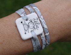 Bracelets noms, bracelet personnable en porcelaine, dessin enfant est une…