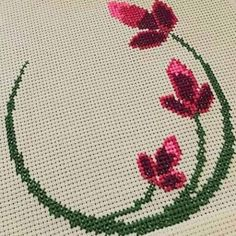 Butterfly Cross Stitch, Cross Stitch Rose, Cross Stitch Flowers, Hand Embroidery Stitches, Cross Stitch Embroidery, Embroidery Patterns, Cross Stitch Boards, Simple Cross Stitch, Cross Stitch Designs