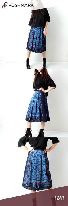 """Vintage Floral Blue Rose Print,Boho Skirt Vintage Floral Skirt / Wool Skirt / Blue / Rose Print Skirt / Granny Skirt / Knee Length Skirt / Boho Skirt / Size s Vintage wool blend blue rose print skirt . Lined . Zip in back . Two pockets in sides .   Great vinatge condition  85% polyester  15% wool     Size M but fits like a small  Measurements: Waist: 28"""" (70cm ) Length : 29"""" ( 73cm) Skirts A-Line or Full"""