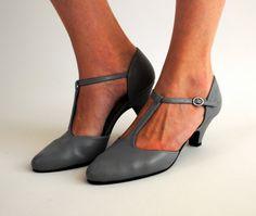 Vintage t-strap grey leather shoes